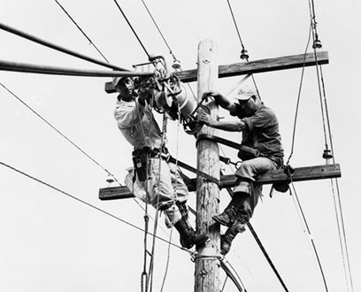 1930's FPL linemen working on pole